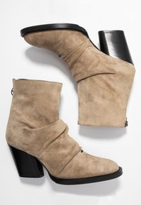 Day Time - KAYLA - Classic ankle boots - larice - 3