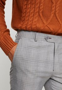 1904 - CROPPED TROUSER - Trousers - grey - 4