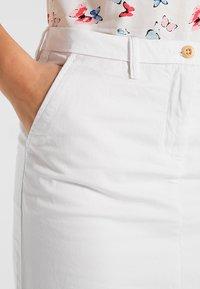 GANT - CLASSIC CHINO SKIRT - Pencil skirt - white - 4