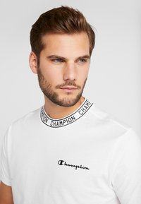 Champion - CREWNECK  - T-shirts print - white - 3