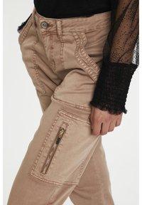 Cream - Slim fit jeans - cognac - 3