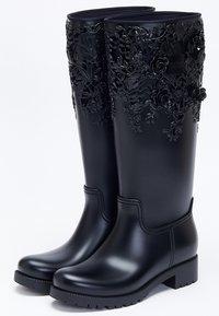 Melissa - FLOWER - Kowbojki i obuwie motocyklowe - black - 2