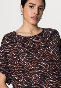 Kaffe - ZABIA BLOUSE - Print T-shirt - blue/brown - 4