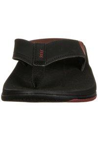 Reef - T-bar sandals - black /mrust fanning low - 6