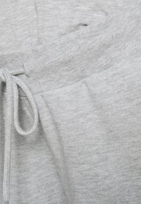 Anna Field MAMA - SLIM FIT JOGGERS - OVERBUMP - Tracksuit bottoms - light grey - 5