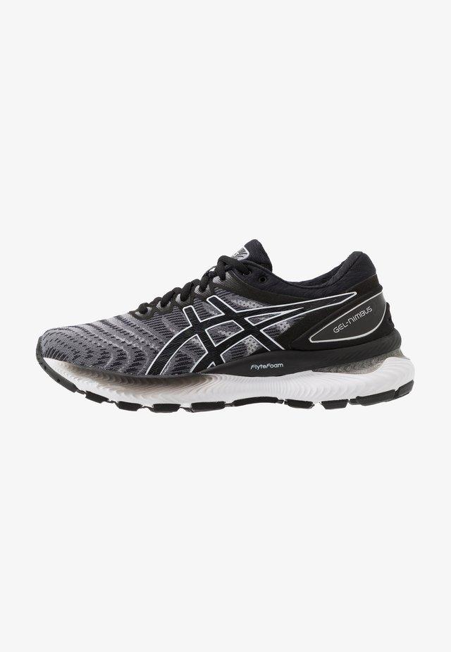 GEL-NIMBUS 22 - Obuwie do biegania treningowe - white/black