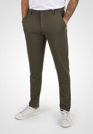 OLIVERO - Trousers - ivy green