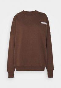 Nicki Studios - EXCLUSIVELOGOCREWNECK - Sweater - deliciosobrown - 4