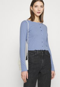Cotton On - CORI CROP BUTTON THROUGH - Cardigan - vintage blue - 3