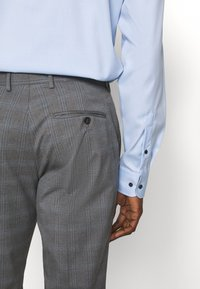 Selected Homme - SLHSLIM-NAS GREY CHECK SUIT - Oblek - grey/blue/white - 9