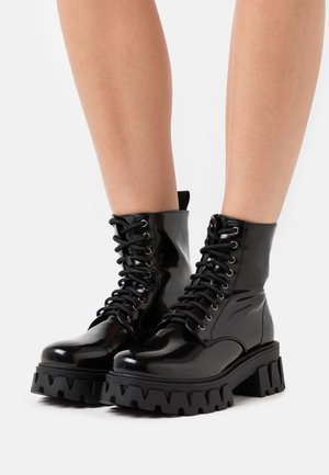 VEGAN BRIGHT SHADOW - Platform ankle boots - black
