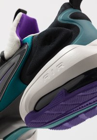 Nike Performance - AIR MAX ALPHA SAVAGE - Obuwie treningowe - light bone/black/geode teal/voltage purple - 5