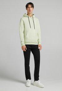 Bershka - SLIM - Slim fit jeans - off-white - 1