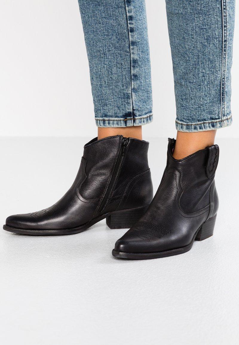 Felmini - WEST - Cowboy/biker ankle boot - lavado black