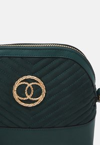 New Look - FLORA QUILTED KETTLE - Across body bag - dark green - 3