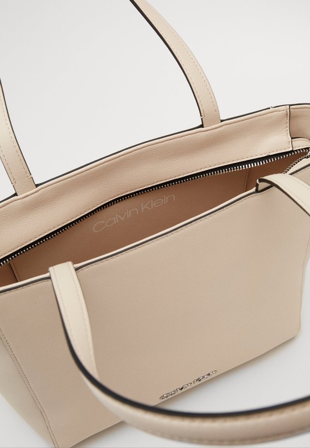 MUST - Käsilaukku - beige