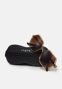 VOGUE Eyewear - Sunglasses - transparent caramel - 2