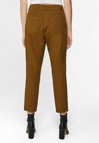 WE Fashion - WE FASHION DAMENHOSE MIT HOHER TAILLE UND TAPERED LEG - Spodnie materiałowe - mustard yellow - 2