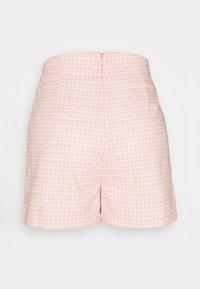Glamorous - SEERSUCKER - Shortsit - peach grid - 1