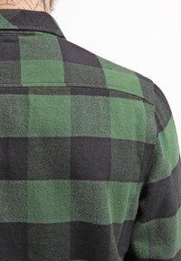 Dickies - SACRAMENTO - Skjorter - pine green - 5