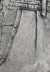 DRYKORN - DECIDE - Relaxed fit jeans - grau - 2