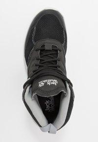 Jack Wolfskin - WOODLAND TEXAPORE MID - Hiking shoes - black/light grey - 1