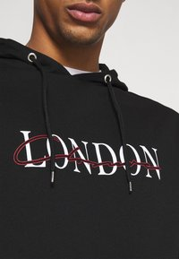CLOSURE London - BASE LOGO TRACKSUIT - Sweatshirt - black - 10