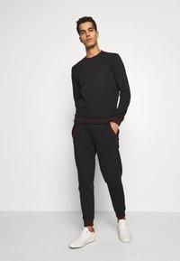 HUGO - DOAK - Teplákové kalhoty - black - 1