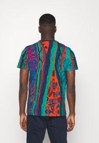 Carlo Colucci - SET - Print T-shirt - navy - 3