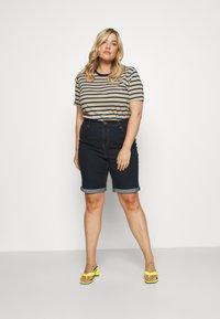 CAPSULE by Simply Be - Denim shorts - indigo - 1