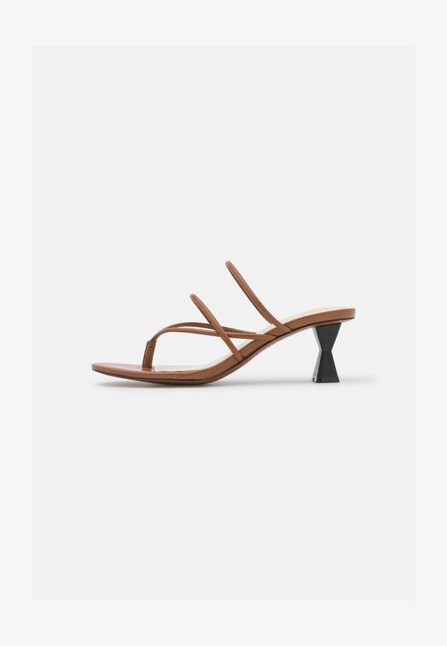 PEARLINA - Pantofle na podpatku - penny