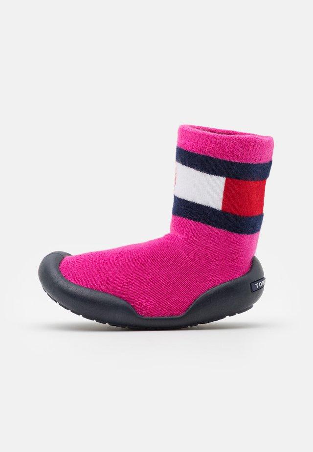 Domácí obuv - fuchsia