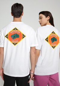 Napapijri - S-ALHOA - T-shirt med print - white graph l - 3