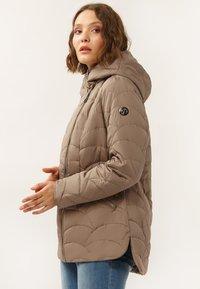 Finn Flare - MIT ASYMMETRISCHEM REISSVERSCHLUSS - Winter jacket - toffy - 3