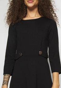 Anna Field Petite - DRESS FIT&FLARE - Jersey dress - black - 5