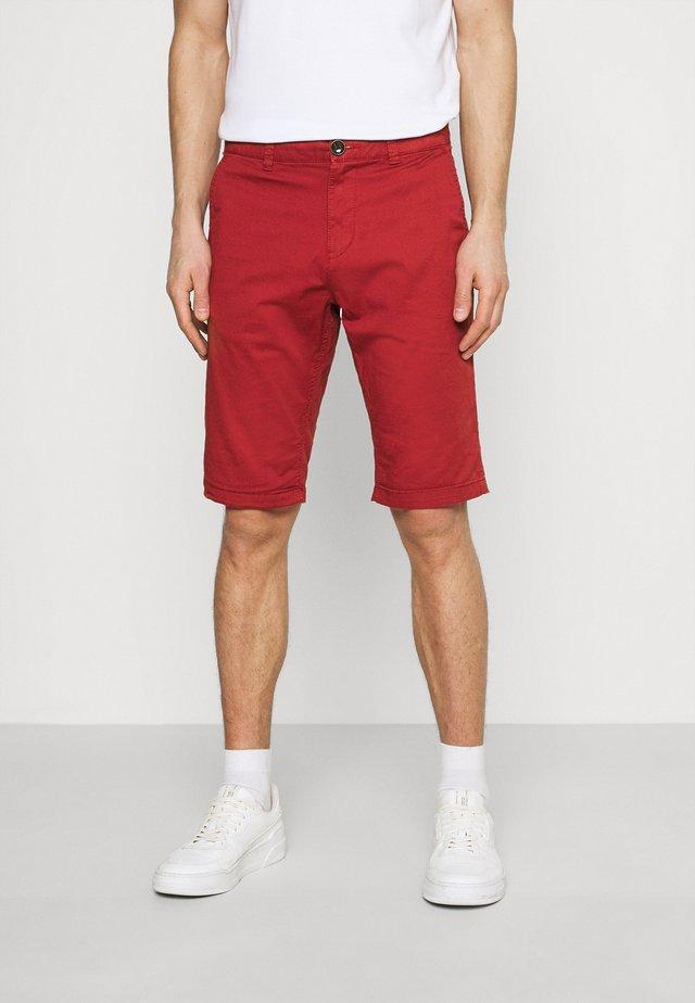 JOSH  - Shorts - chili oil red