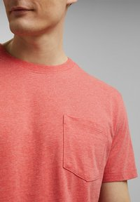Esprit - SLIM FIT - Basic T-shirt - coral red - 4