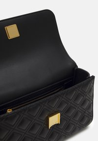 Tory Burch - FLEMING SMALL CONVERTIBLE SHOULDER BAG - Across body bag - black - 3