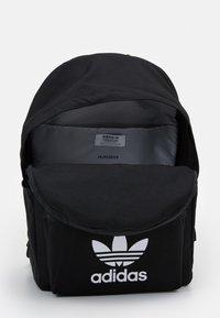adidas Originals - CLASSIC UNISEX - Batoh - black - 3