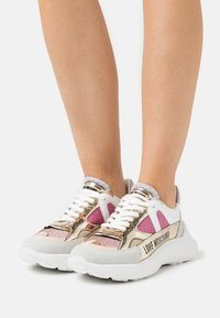 Love Moschino - Joggesko - fantasy color - 0