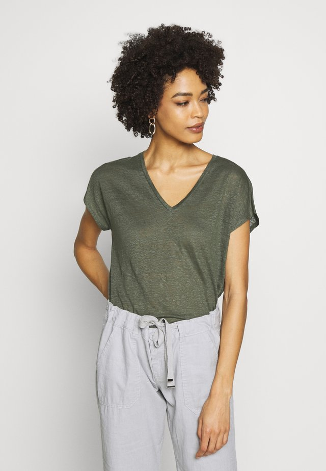 FAYLINN  - T-shirt basic - beetle green