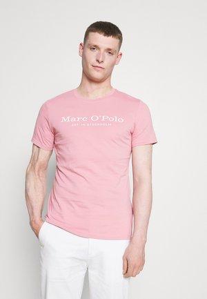SHORT SLEEVE CREW NECK  ARTWORK ON CHEST - Print T-shirt - elisa blossom