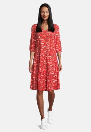 MIT STUFEN - Jersey dress - red/white