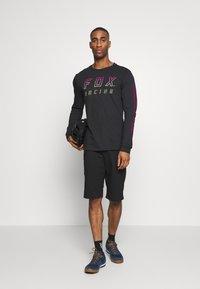 Fox Racing - RANGER UTILITY SHORT 2-IN-1 - Sports shorts - black - 1