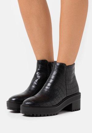 VMMELBA BOOT - Enkellaarsjes met plateauzool - black