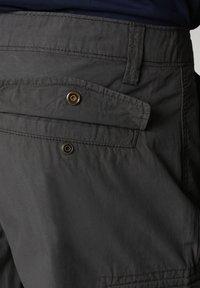 Napapijri - N-ICE CARGO - Shorts - dark grey solid - 6