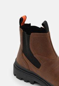 Palladium - PALLATROOPER CHE WP UNISEX - Classic ankle boots - brown - 5