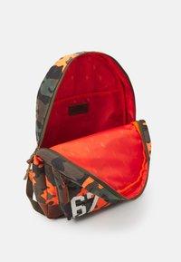Polo Ralph Lauren - CAMO UNISEX - Rucksack - orange - 3