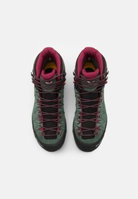 Salewa - ALP TRAINER 2 MID GTX - Zapatillas de senderismo - duck green/rhododendon - 3