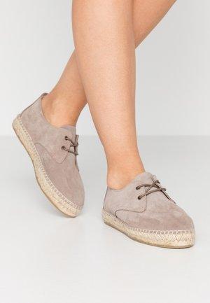 CLASSIC AUTE - Loafers - niquel